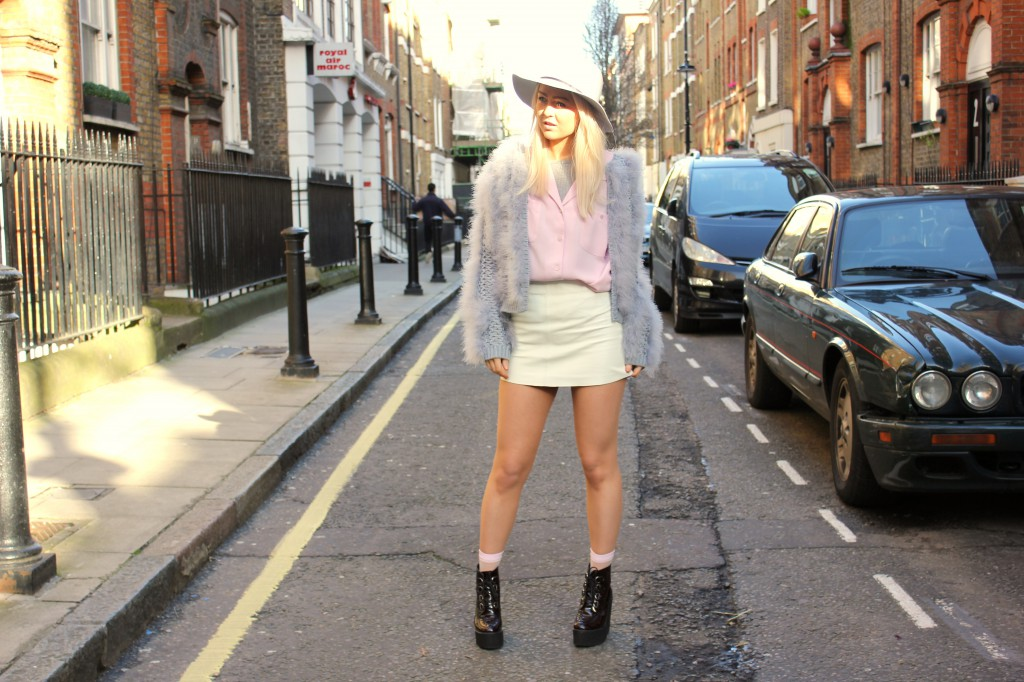 topshop_marabou_feather_fluffy_cardigan_asos_fedora_underground_wedge_boots_pink_shirt_topshop_white_leather_skirt