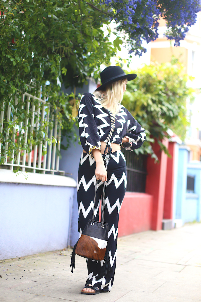 native_rose_london_asos_two_piece_bell_bottom_flares_kimono_top_zig_zag_print_black_arizona_birkenstocks_pie_and_fash