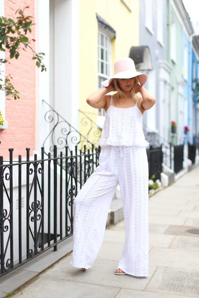 zara_guipure_broderie_Anglaise_white_two-piece_american_apparel_floppy_hat_Arizona_white_birkenstocks